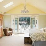 Sposób na jasną i ładną sypialnię na poddaszu.