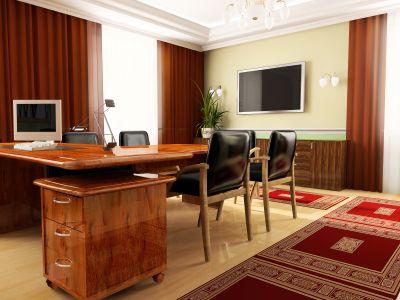 Wyposażone i umeblowane duże domowe biuro.