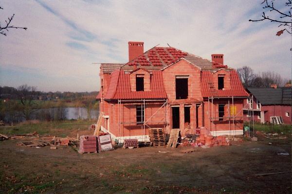 Budowa domu jednorodzinnego przez firmę budowlaną AGMAnvest - stan surowy domu